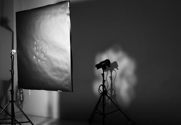 Работа с маской и студийным оборудованием в студии