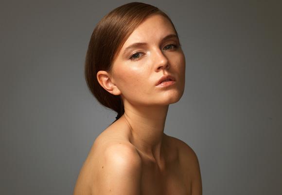 Студийный портрет моделижестким светом, схема, фото, студия, урок